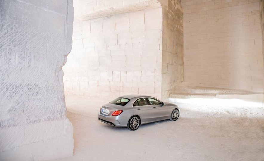 2015 Mercedes-Benz C400 4MATIC sedan - Slide 18