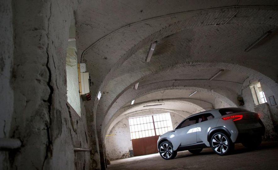 Hyundai Intrado concept - Slide 21