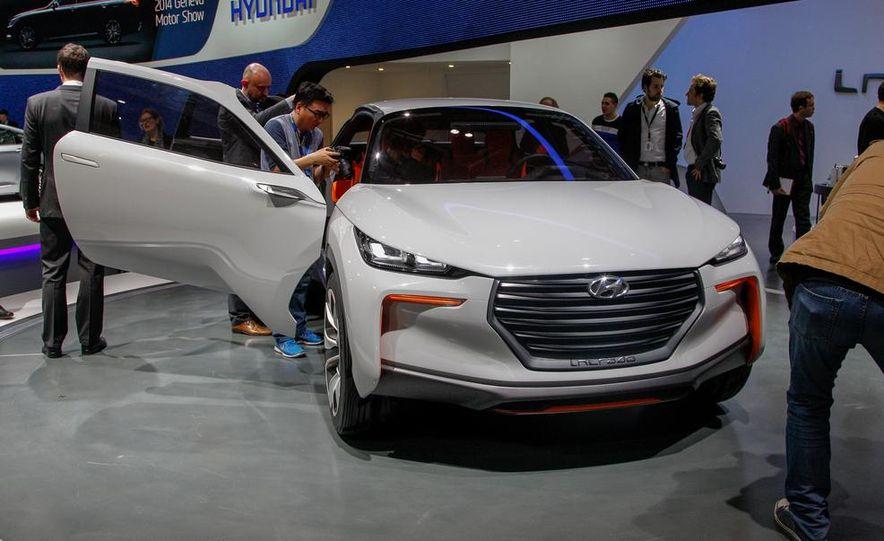 Hyundai Intrado concept - Slide 1