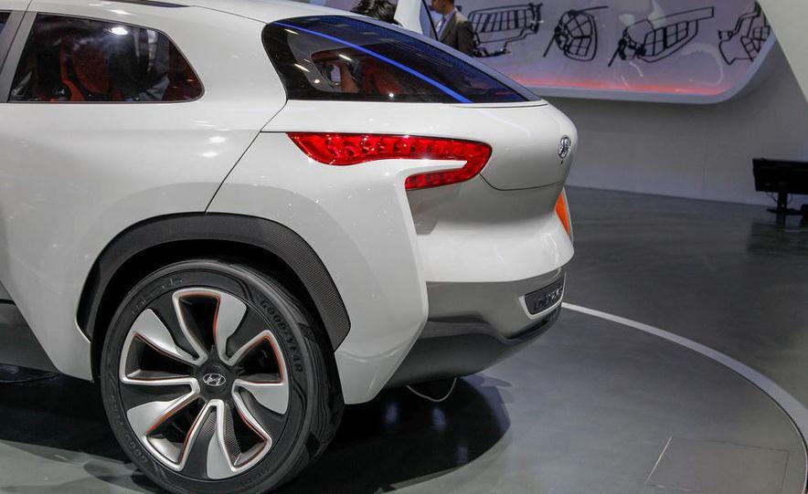 Hyundai Intrado concept - Slide 10