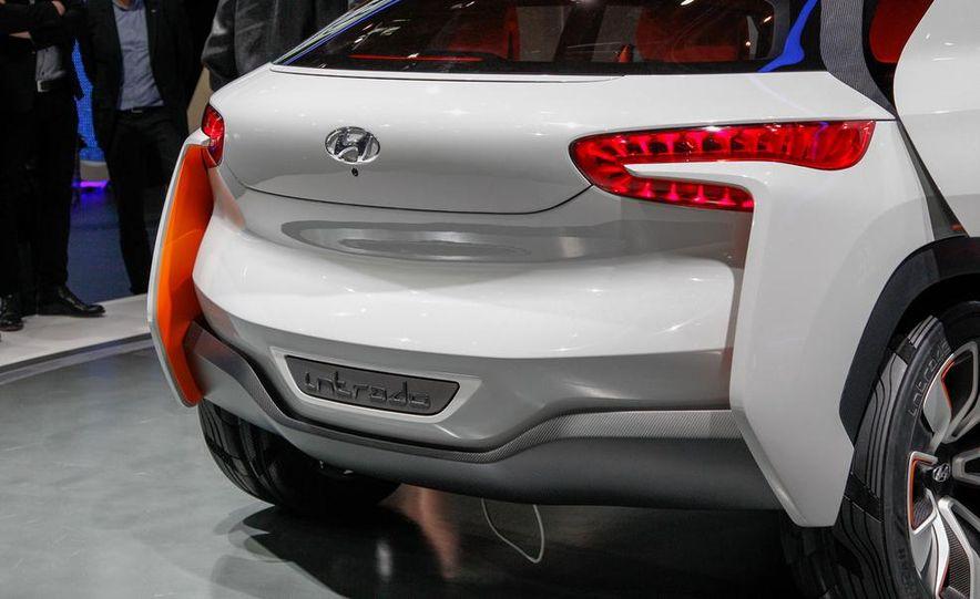 Hyundai Intrado concept - Slide 12