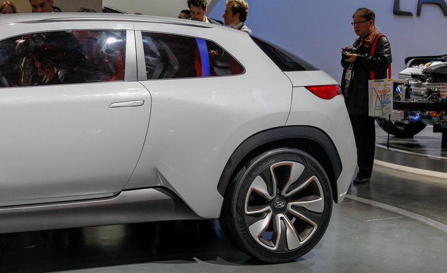 Hyundai Intrado concept - Slide 18