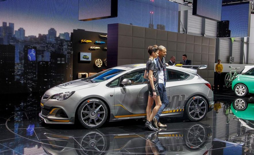 2014 Opel Astra OPC Extreme - Slide 1