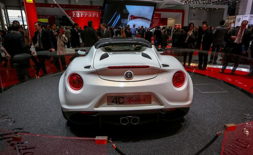 2015 Alfa Romeo 4C Spider - Slide 12