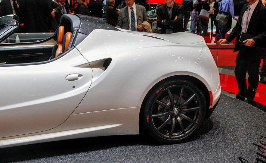 2015 Alfa Romeo 4C Spider - Slide 17