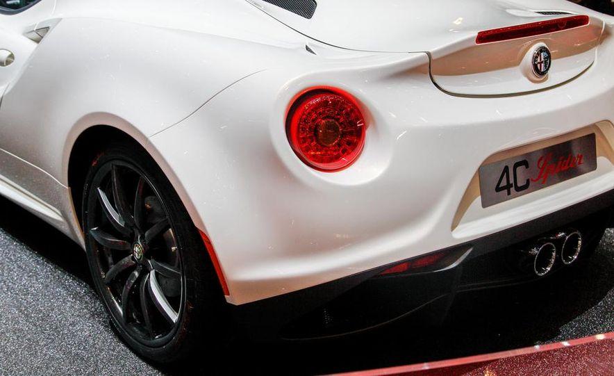 2015 Alfa Romeo 4C Spider - Slide 20