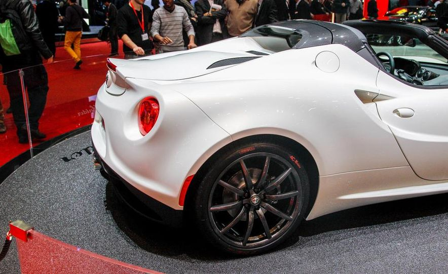 2015 Alfa Romeo 4C Spider - Slide 22