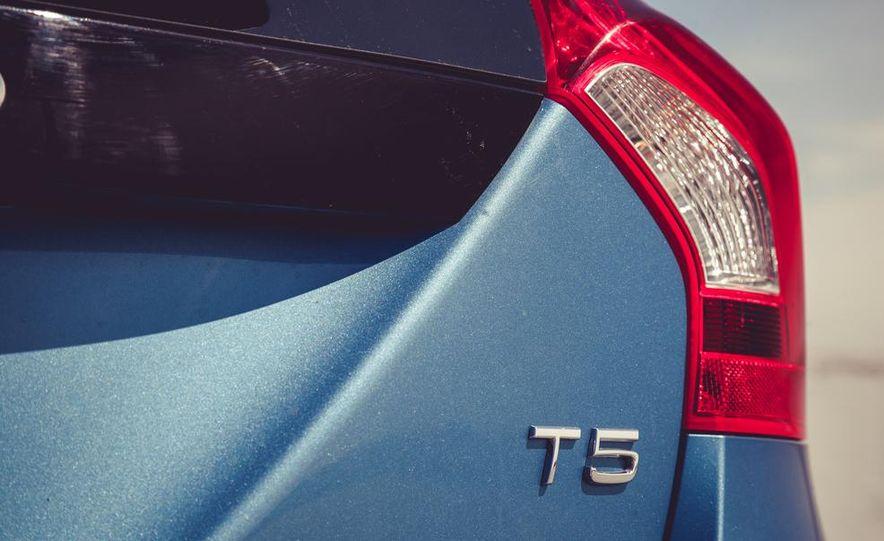 2015 Volvo V60 - Slide 25