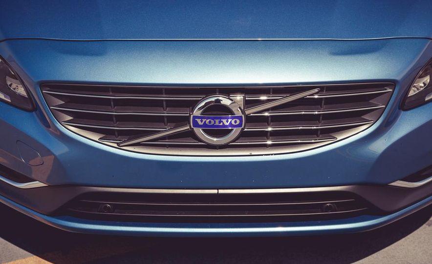2015 Volvo V60 - Slide 16