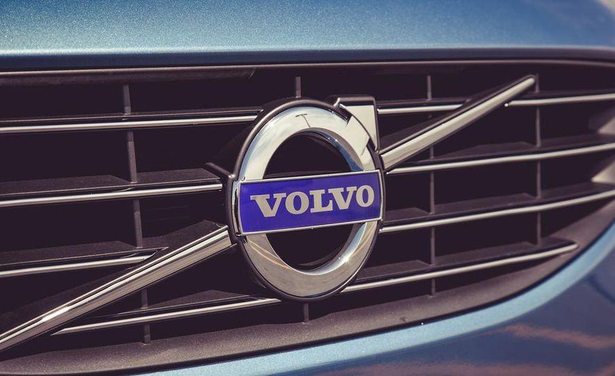 2015 Volvo V60 - Slide 18