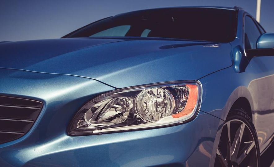 2015 Volvo V60 - Slide 17