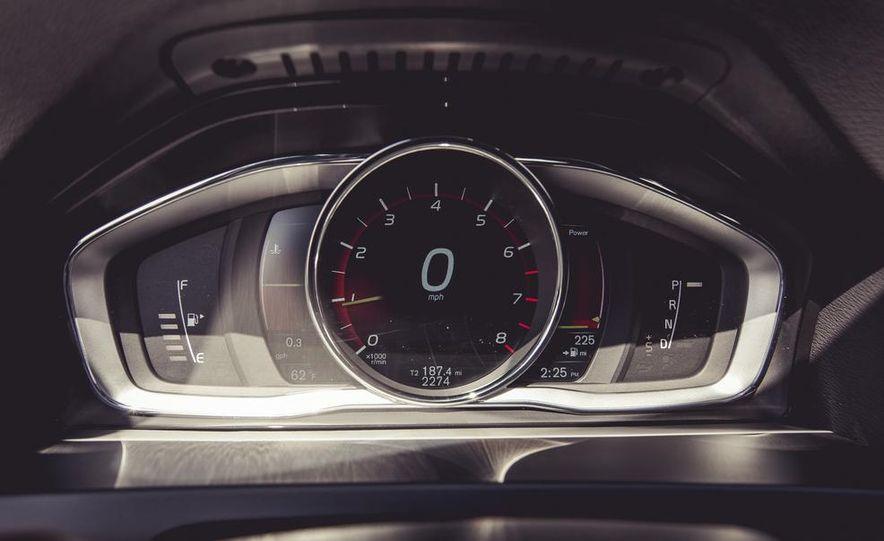 2015 Volvo V60 - Slide 42