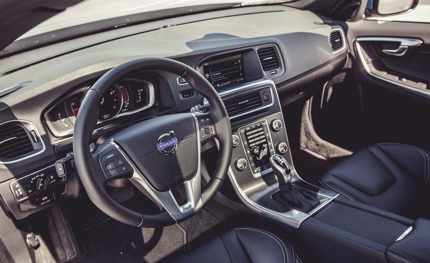 2015 Volvo V60 - Slide 26