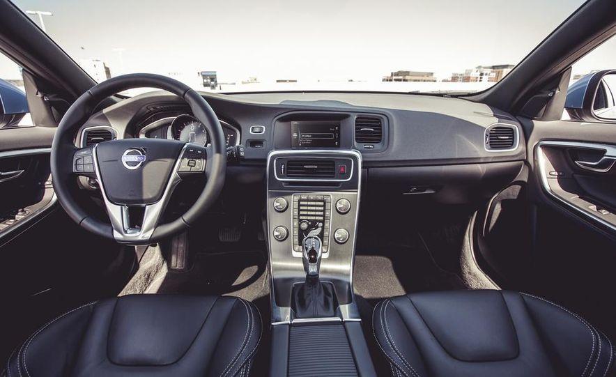 2015 Volvo V60 - Slide 28