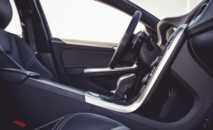 2015 Volvo V60 - Slide 30