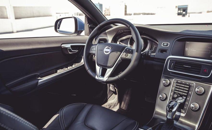 2015 Volvo V60 - Slide 37