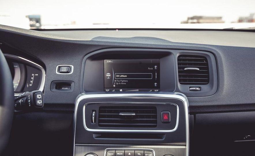 2015 Volvo V60 - Slide 38
