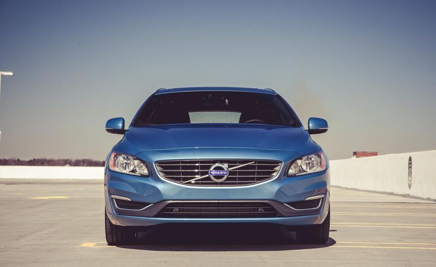 2015 Volvo V60 - Slide 10