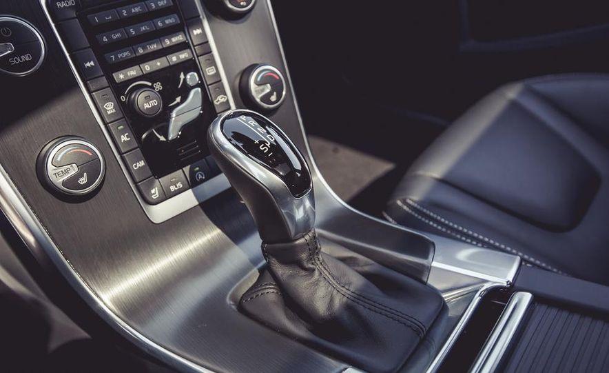 2015 Volvo V60 - Slide 46