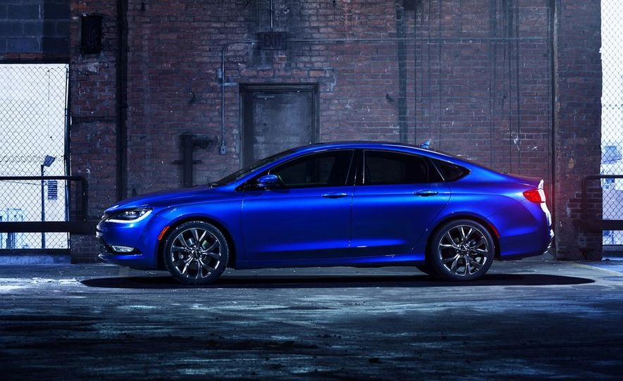 2015 Chrysler 200 - Slide 24