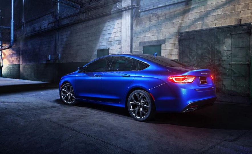 2015 Chrysler 200 - Slide 25
