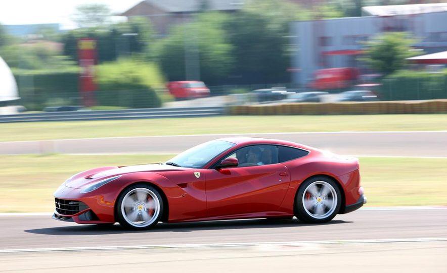 2016 Ferrari FF coupe (artist's rendering) - Slide 45