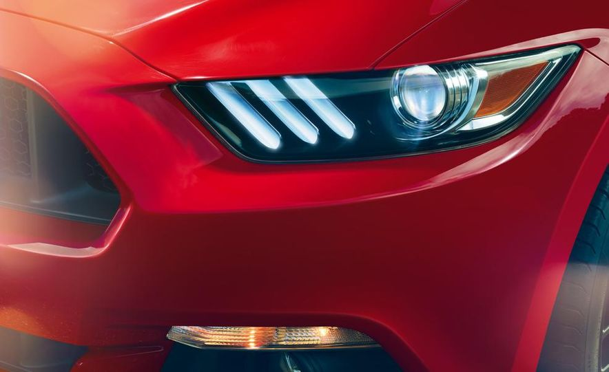 2015 Ford Mustang 50th Anniversary Edition (spy photo) - Slide 17