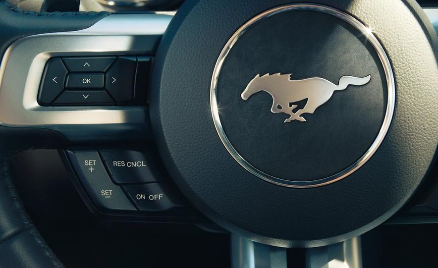 2015 Ford Mustang 50th Anniversary Edition (spy photo) - Slide 22