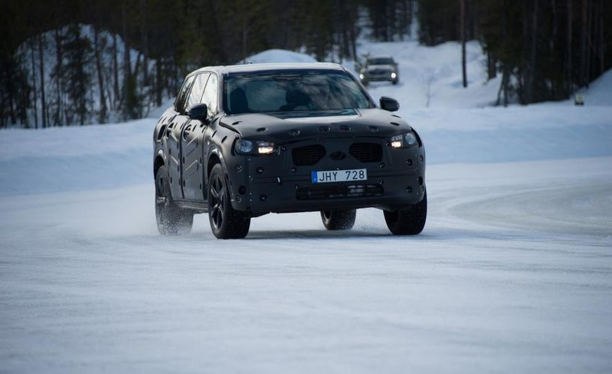 2016 Volvo XC90 - Slide 2