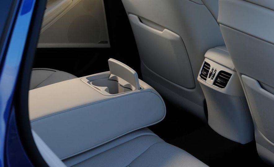 2015 Hyundai Genesis 5.0 - Slide 33
