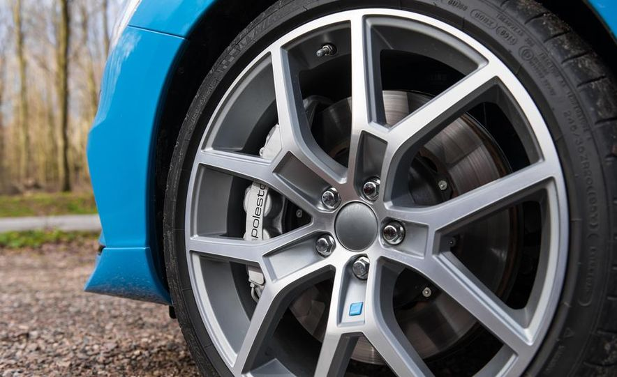 2015 Volvo V60 Polestar and S60 Polestar - Slide 34