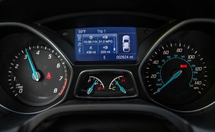 2015 Ford Focus SE sedan - Slide 33