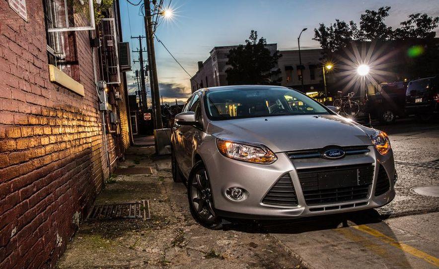 2015 Ford Focus SE sedan - Slide 27