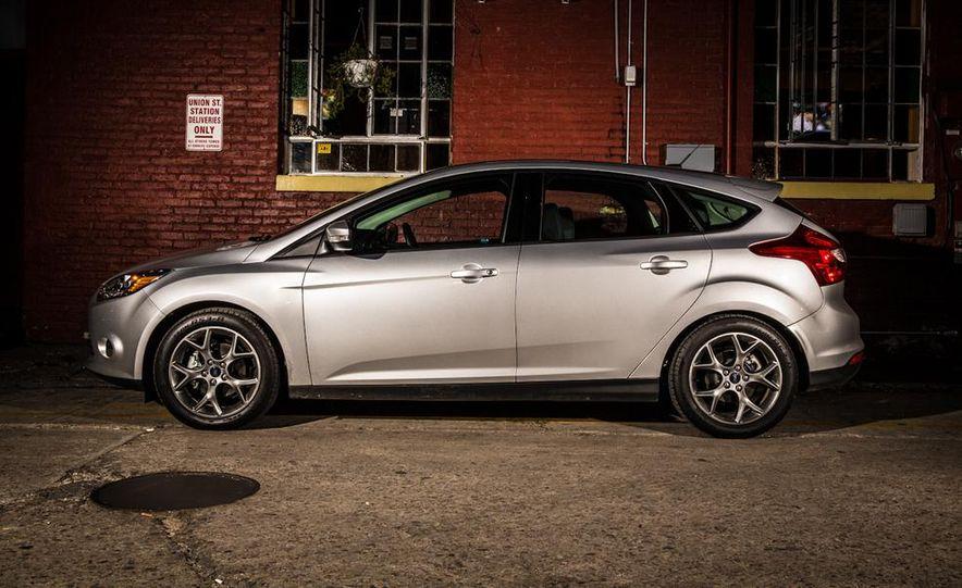 2015 Ford Focus SE sedan - Slide 28