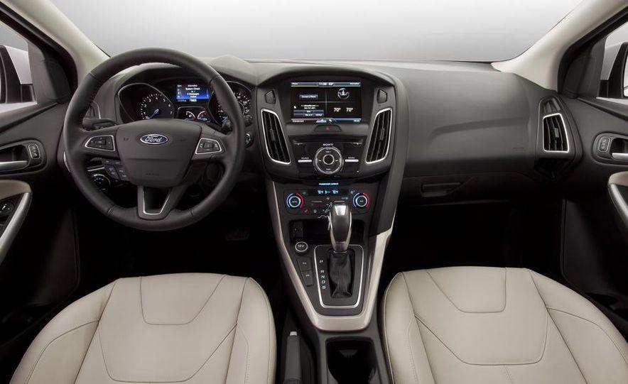 2015 Ford Focus SE sedan - Slide 11