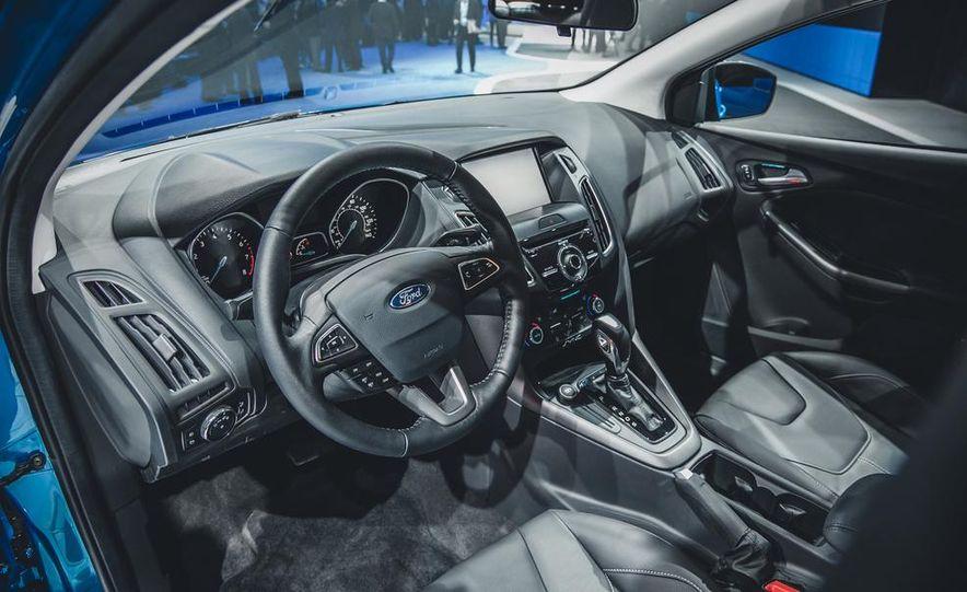 2015 Ford Focus SE sedan - Slide 7