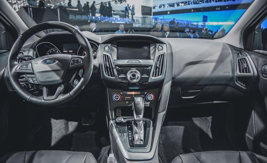 2015 Ford Focus SE sedan - Slide 8