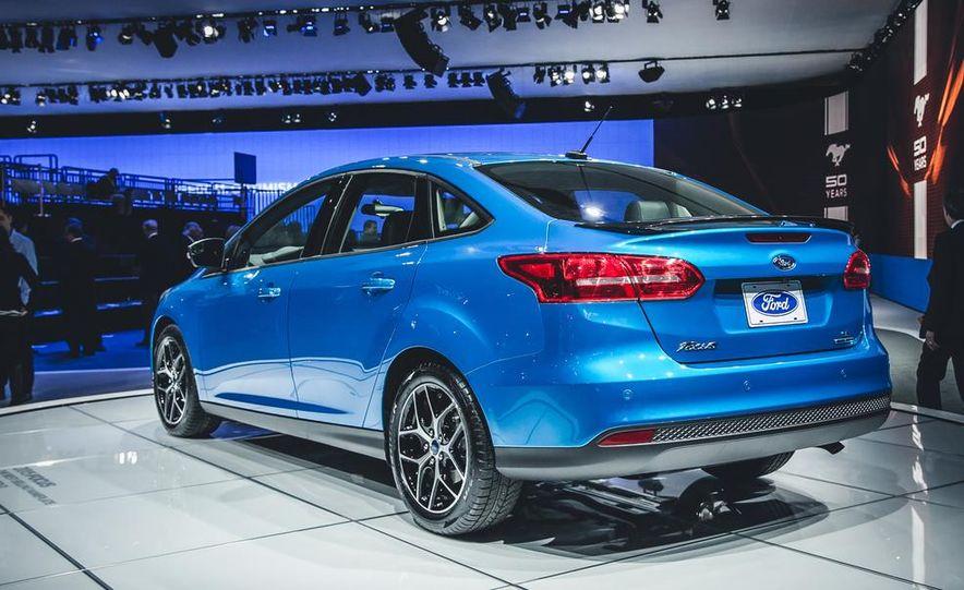 2015 Ford Focus SE sedan - Slide 3