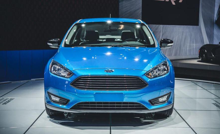 2015 Ford Focus SE sedan - Slide 4