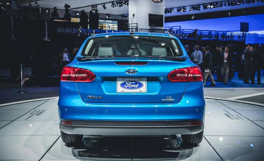 2015 Ford Focus SE sedan - Slide 5