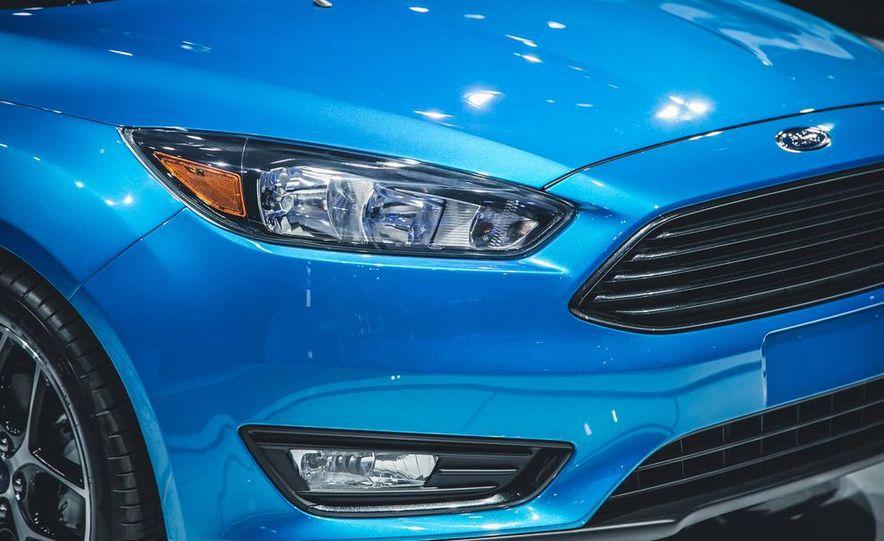 2015 Ford Focus SE sedan - Slide 6