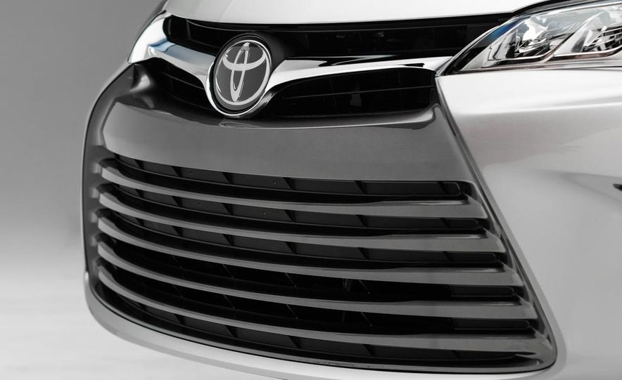 2015 Toyota Camry XSE - Slide 60