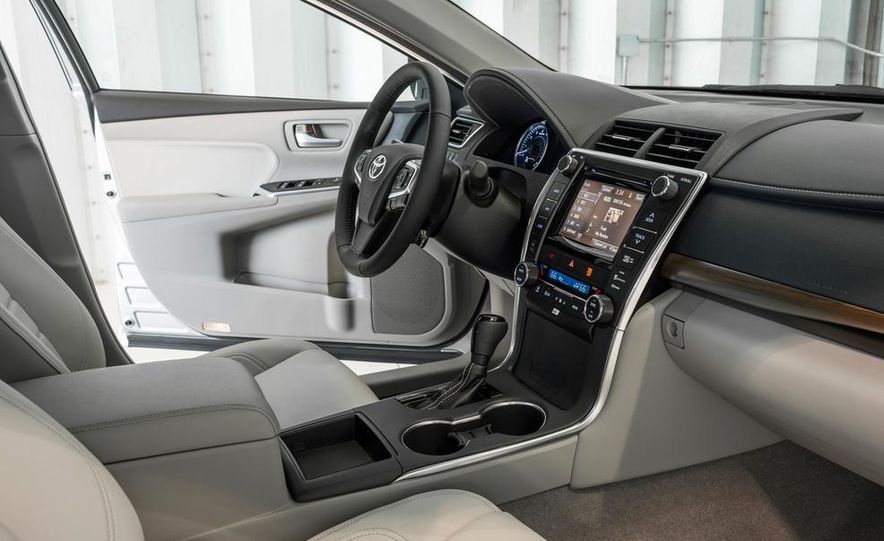 2015 Toyota Camry XSE - Slide 63