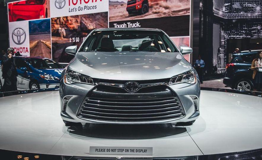 2015 Toyota Camry XSE - Slide 14