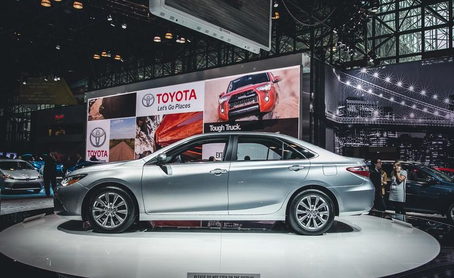 2015 Toyota Camry XSE - Slide 15