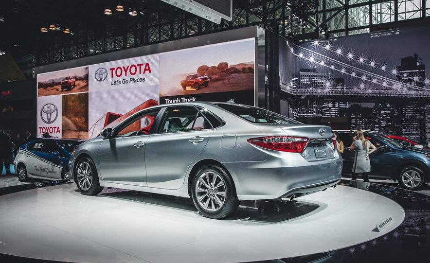 2015 Toyota Camry XSE - Slide 16