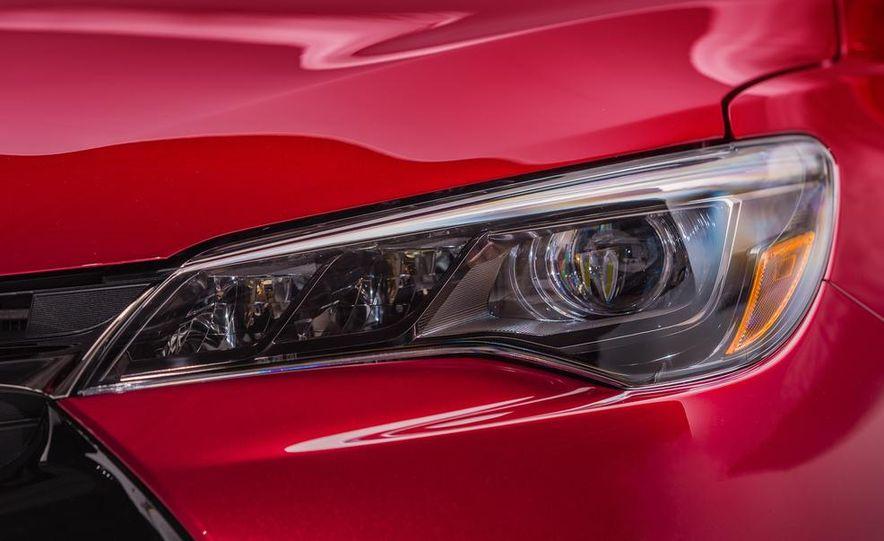 2015 Toyota Camry XSE - Slide 38