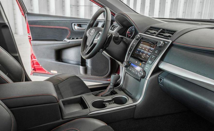 2015 Toyota Camry XSE - Slide 40