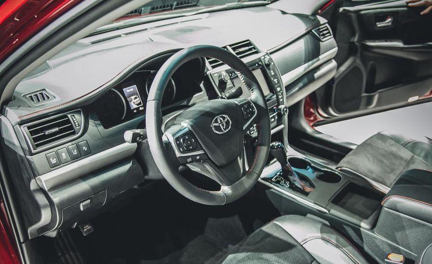2015 Toyota Camry XSE - Slide 9