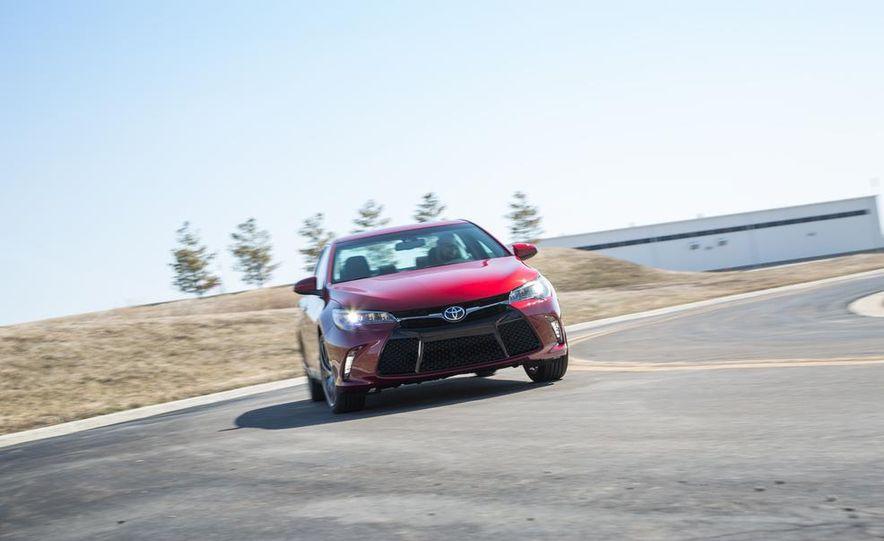 2015 Toyota Camry XSE - Slide 23